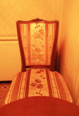 ミステリアスが座った椅子